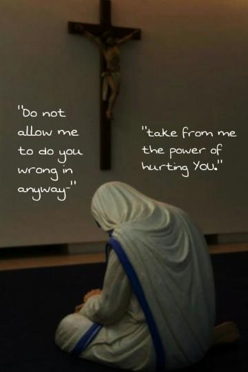 Mother Teresa_prays