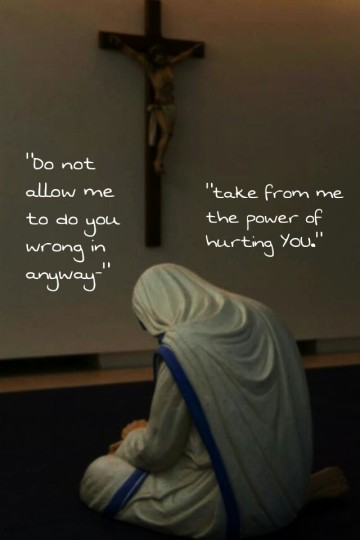 Mother Teresa_prays